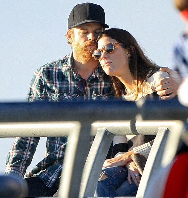 Майкл Холл и Дженнифер Карпентер на Venice Beach в Калифорнии, 8 февраля 2012 года